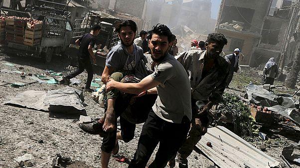 Πολύνεκρες επιθέσεις σε από αέρος βομβαρδισμούς στη Συρία