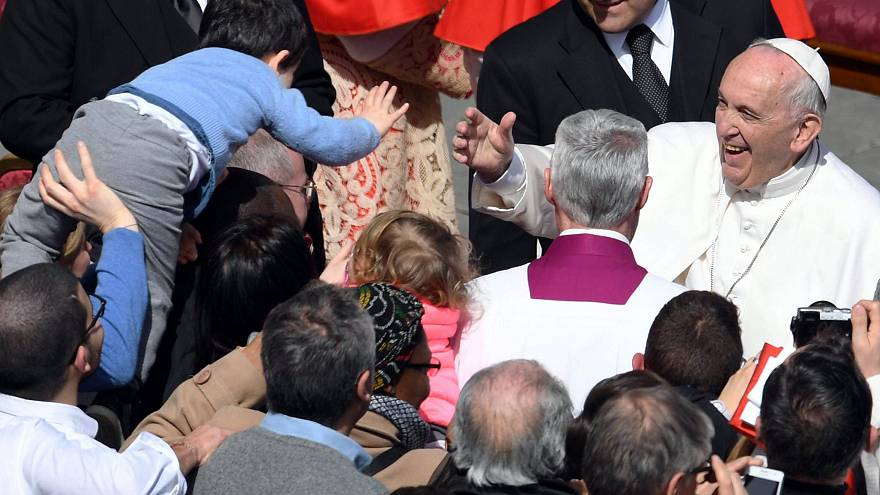 Image:Pope Francis meets a boy in the crowd after Easter Sunday mass at Vat