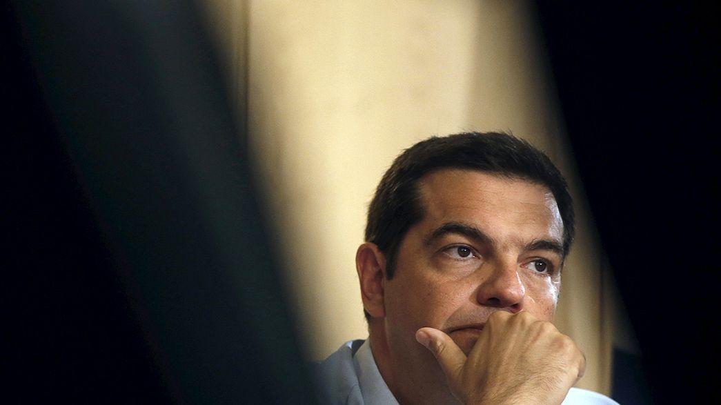 Parlamento de Atenas discute terceiro resgate financeiro com eleições antecipadas no horizonte