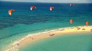 Kite sörfçüleri Avustralya'da rekor denemesi yapacak