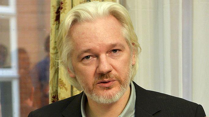 """حفظ التحقيقات في ثلاث قضايا ضد مؤسس """"ويكيليكس"""""""