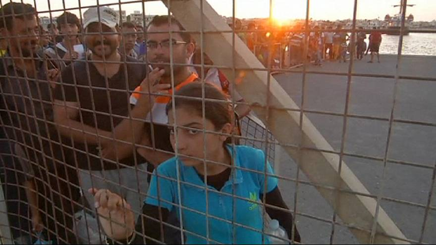Kos: Migrants head for Greek mainland, while thousands wait to be registered