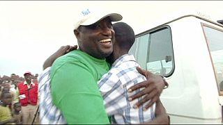 Refugiados no Ruanda: Reencontro emocional entre pai e filho