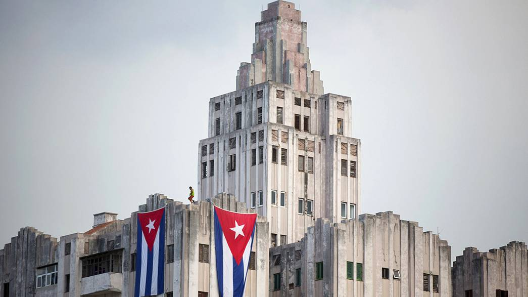 Cuba: US flag to fly over embassy for the first time since 1961