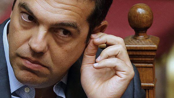 Jóváhagyta a görög parlament a hitelcsomagot, a Sziriza megosztott