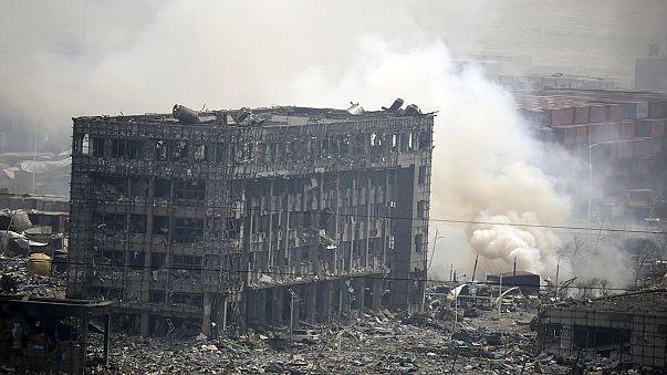 Pequeños incendios dificultan el rescate de las víctimas de la explosión de Tianjin