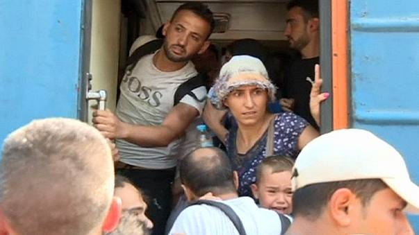 Македония: мигранты штурмуют поезда