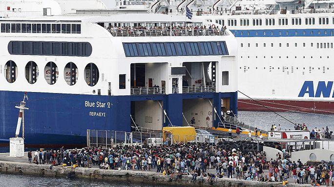 AB, Yunanistan'da yaşanan göçmen krizine el attı