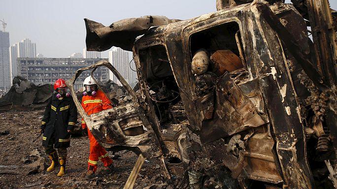 انفجارات تيانجين: السكان وأهالي عمال الإنقاذ المفقودين يتظاهرون