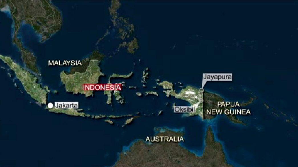 Avião indonésio cai com 54 pessoas a bordo