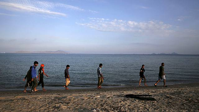 Kos: Greece brings in a ferry to process migrants