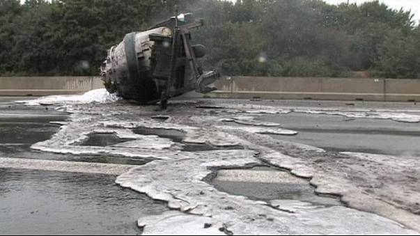Lorry aluminium spill sets German motorway on fire