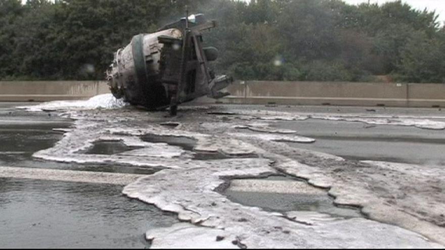 Alemanha: Camião carregado com alumínio líquido despista-se