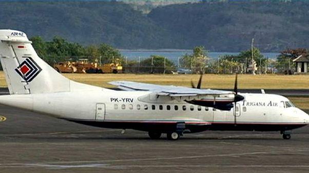 Ινδονησία: Εντοπίστηκαν από αέρος συντρίμμια του αεροσκάφους