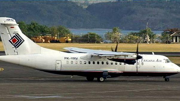 Индонезийские спасатели пытаются достичь обломков самолёта, разбившегося на Новой Гвинее