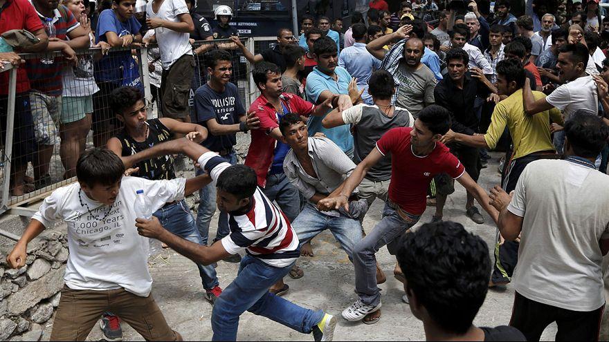 صدامات بين المهاجرين في جزيرة كوس اليونانية