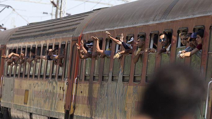 Macedónia: menekültek ezrei várják a vonatot
