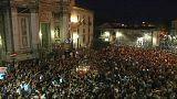 49 Luftballons statt Feuerwerk: Catania gedenkt erstickter Flüchtlinge
