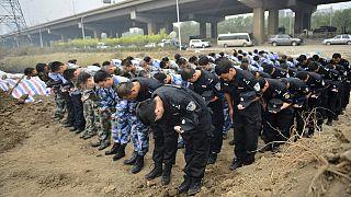 ادای احترام به آتش نشانان جان باخته در انفجارهای تیانجین