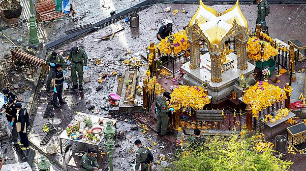 Ταϊλάνδη: Καταζητείται ο ύποπτος με την κίτρινη μπλούζα - Πολλαπλές οι συνέπειες των επιθέσεων