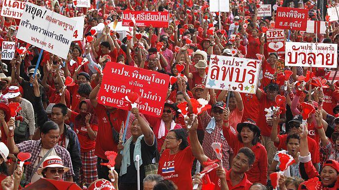 Thaiföld: a vörösingesek a sárgákkal szemben