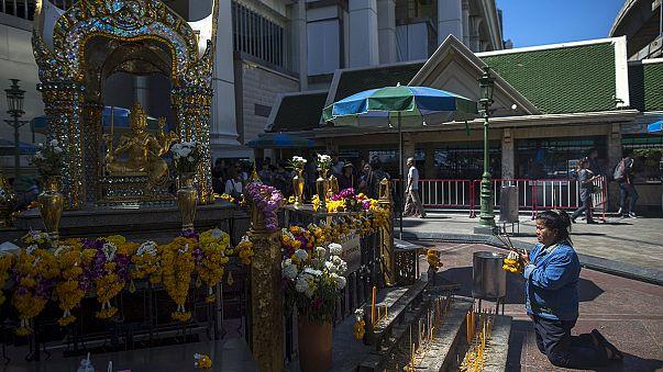 Le temple de Bangkok visé par un attentat rouvre ses portes