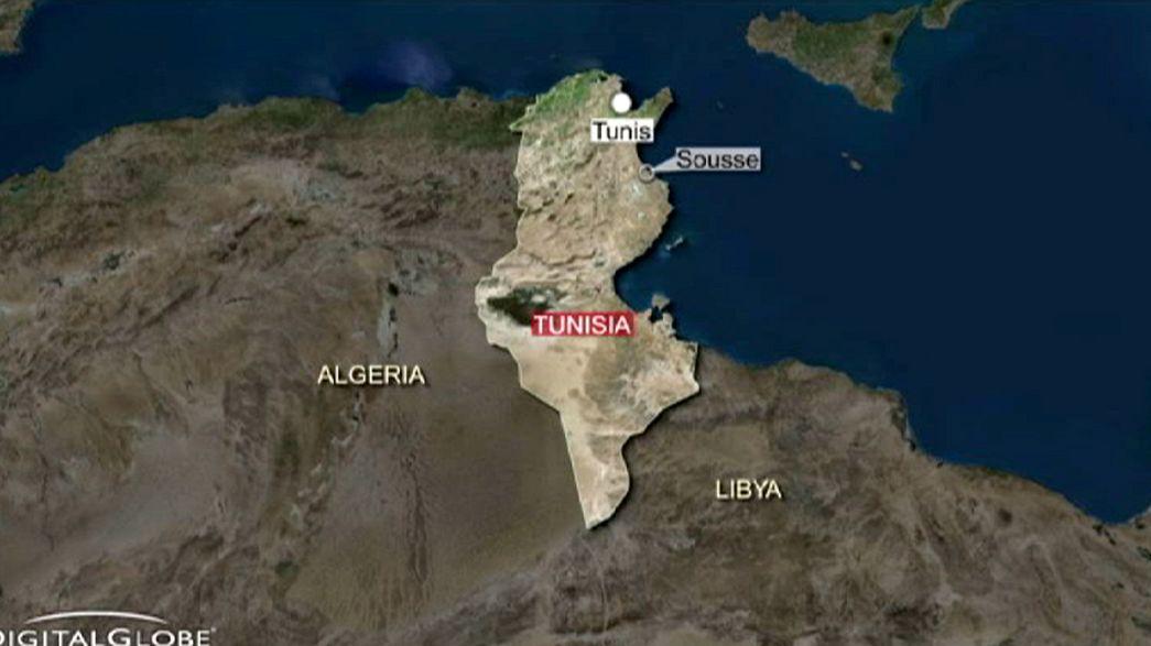 Tunísia: Polícia abatido por dois homens perto da zona turística de Sousse