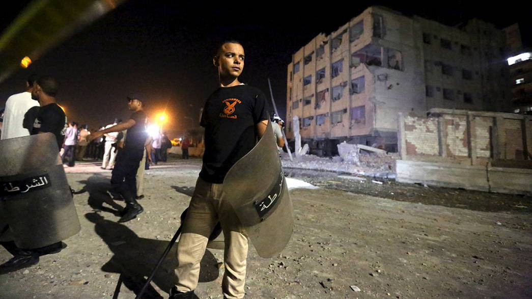 Cairo car bomb wounds six police officers