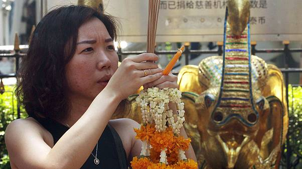 Prières pour les victimes de l'attentat de Bangkok