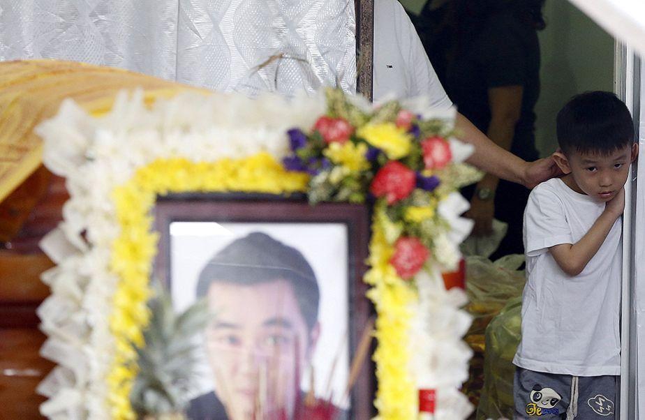 Attentat de Bangkok : derniers adieux d'un fils à son père