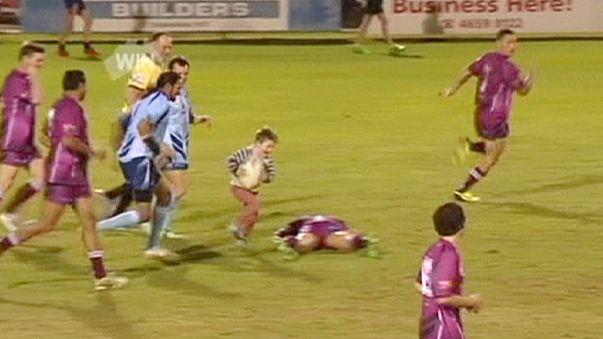 Dört yaşındaki çocuk rugby maçının yıldızı oldu