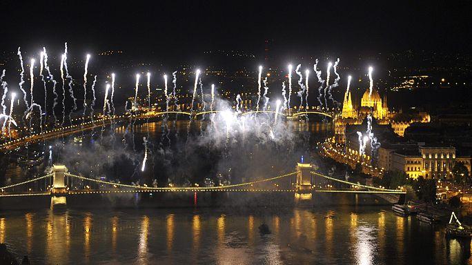 Tűzijáték: így borult színes fényekbe Budapest - fotók