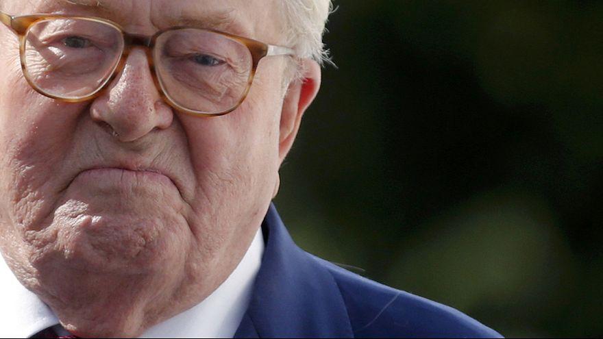 Expulso da Frente Nacional, Jean-Marie Le Pen ataca a filha