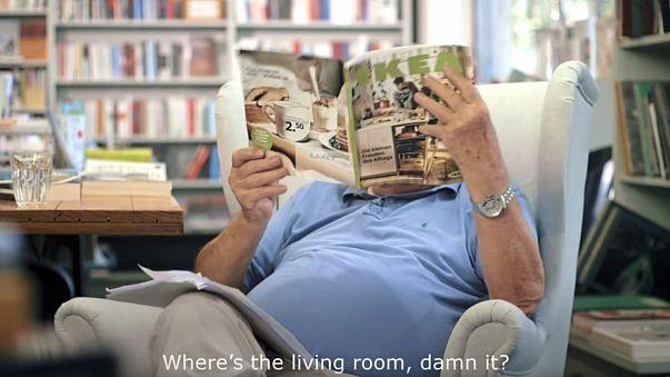 Vollgemüllt: Der 81-jährige Karasek und der IKEA-Katalog