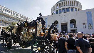 Rendkívüli pompával búcsúztatták Róma maffiafőnökét