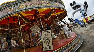 Dismaland: Ο Μπάνσκι υπογράφει την «σκοτεινή» Disneyland