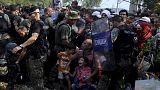 La República de Macedonia deja pasar a los refugiados a cuenta gotas