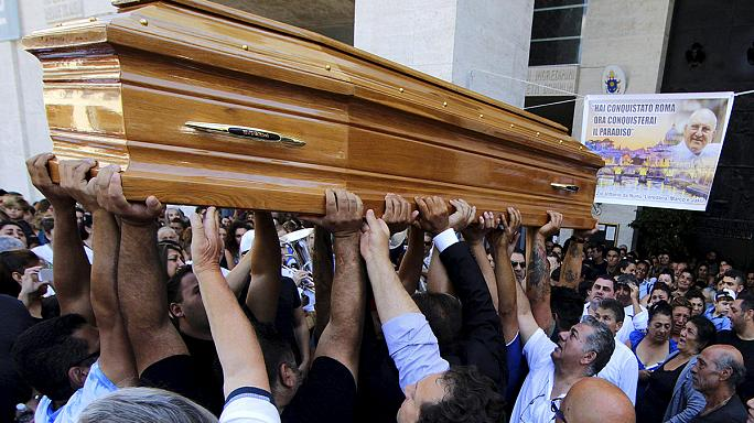 Mafya babasının görkemli cenaze töreni Roma'yı karıştırdı