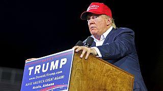 """Donald Trump in Alabama: """"Muro anti-immigrazione al confine con il Messico''"""