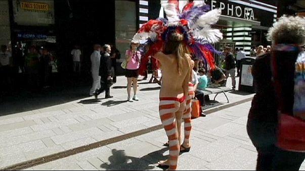New-York : la bataille des artistes de rue de Times Square