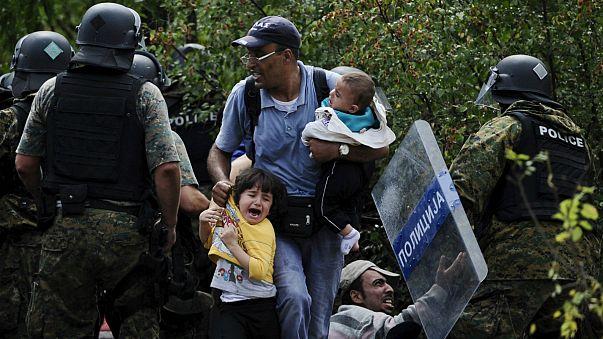 Migrants push through police lines to cross FYR Macedonia border