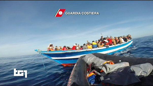 Italiens Küstenwache bringt etwa 3.000 Flüchtlinge in Sicherheit: Rettung nur weil die See ruhig war