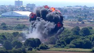 سقوط هواپیمای جنگنده در انگلستان دست کم هفت کشته و ۱۵ زخمی برجا گذاشت