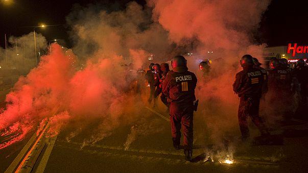 Γερμανία: Ακροδεξιοί συνεπλάκησαν με αστυνομικούς - Ζητούν την απαγόρευση εισόδου στη χώρα σε μετανάστες