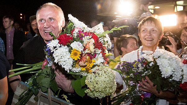 """Presidente da Bielorrússia liberta presos políticos e União Europeia """"aplaude"""""""