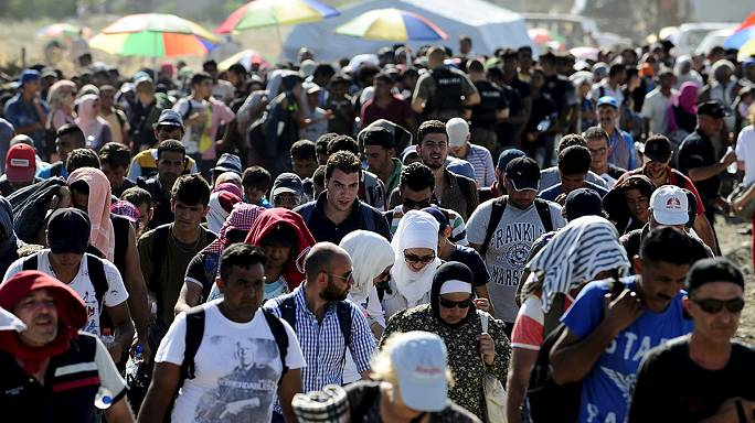 Thousands of migrants enter Serbia as Macedonian border opens