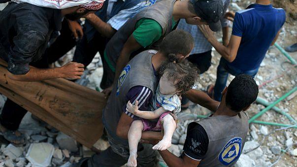 Suriye'de rejim güçleri pazar yerini bombaladı: En az 50 ölü