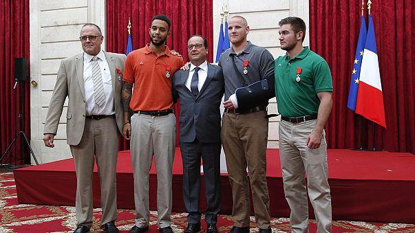 Fransa'da silahlı saldırganı yakalayan dört kişiye onur nişanı