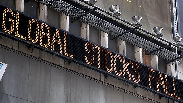 """Black Monday"": Segunda-feira negra nos mercados mundiais e ""pânico"" entre os investidores"
