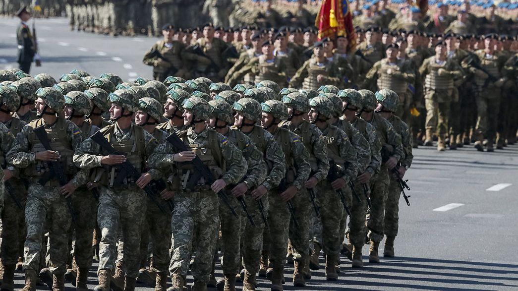 Ucrania: Poroshenko agita el fantasma de una invasión militar rusa en la celebración del Día de la Independencia